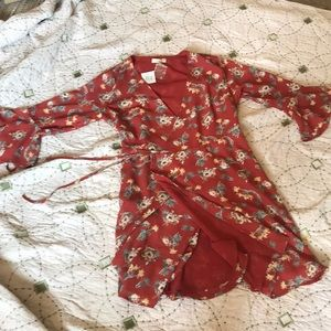 Gilli wrap floral dress size small